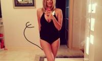 Яна Клочкова оголилась, оставив на себе лишь откровенный купальник