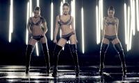 Группа «Никита» задорно потрясли своими «пышными формами» в новогоднем ролике
